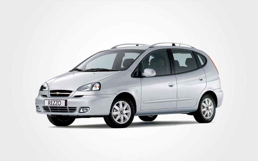 Silberner Chevrolet Rezzo. Reservieren Sie einen günstigen Chevrolet Rezzo Kombi auf Kreta bei Europeo Cars.