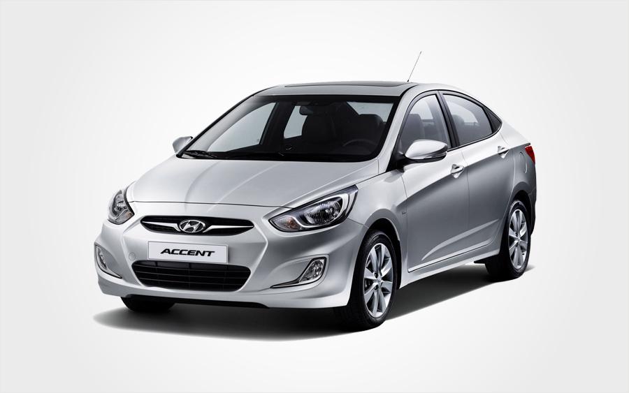 Silberner Hyundai Accent der Gruppe D kann kostengünstig auf Kreta bei Europeo Cars reserviert werden.