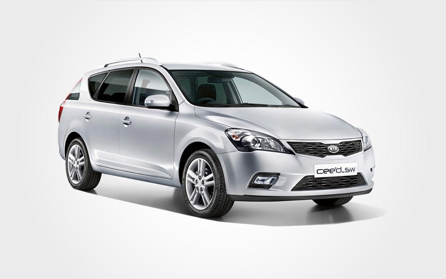 Silberner Kia Ceed XL Kombi. Reservieren Sie einen sparsamen Kia Kombi der Gruppe I bei Europeo Cars auf Kreta.