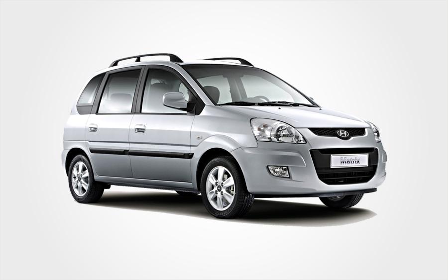 Silberner Hyundai Matrix der Gruppe E. Großer Mietwagen mit Klimaanlage auf Kreta bei Europeo Cars.