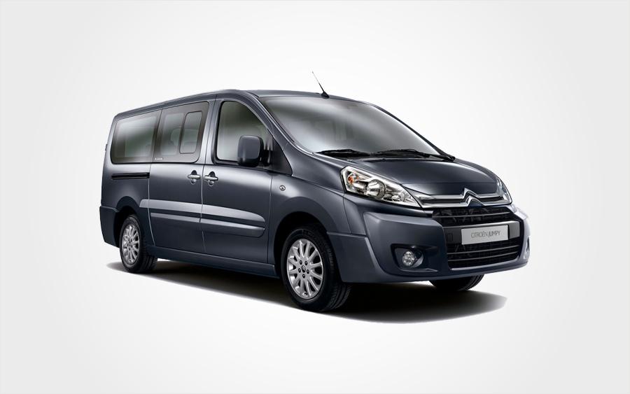 Dunkelgrauer Van Citroen Jumpy der Gruppe F. Mieten Sie einen Van mit 9 Sitzen auf Kreta bei Europeo Cars.