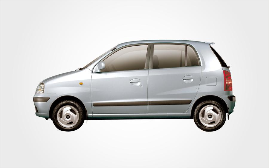 Petite Hyundai Atos gris argenté à réserver en Crète. Voiture de location (groupe B) d'Europeo Cars.