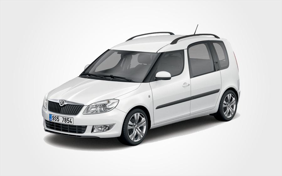 Grosse voiture Skoda Roomster blanche en Crète. Louez voiture groupe E à bas coût chez Europeo Cars