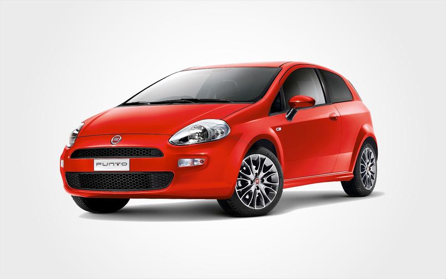 Visione frontale di una Fiat Punto rossa. Fai un affare e scegli Europeo Cars per prenotare un'auto del Gruppo C a Creta.