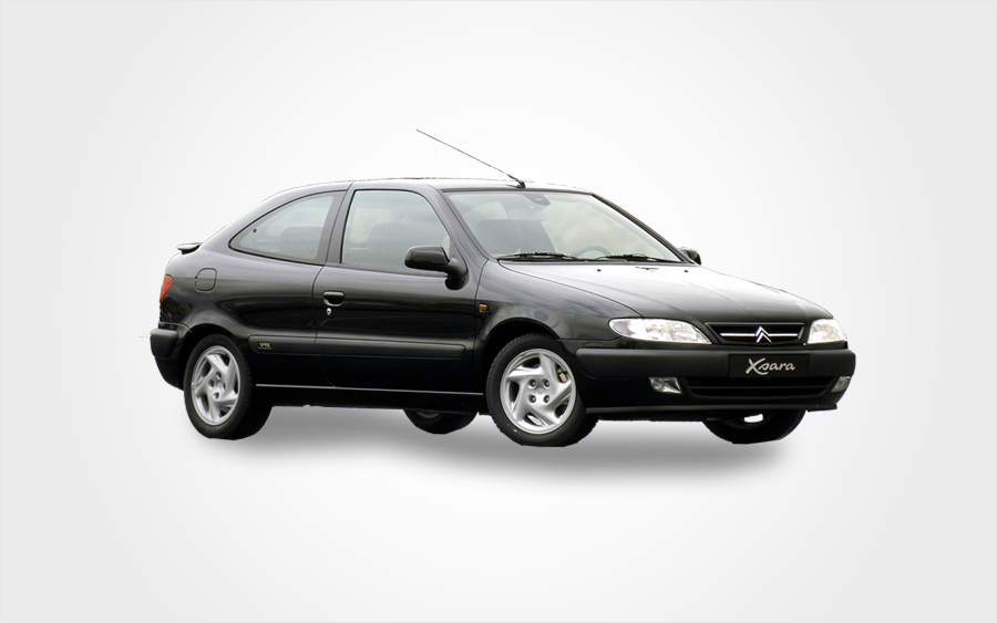 Czarny Citroen Xsara Auto. Wypożyczalnie Europeo Cars oferują na Krecie niedrogiego Citroena Xsarę z automatyczną skrzynią biegów
